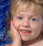 χαμογελώντας μικρό παιδί Στοκ Εικόνα