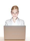 Χαμογελώντας νέα επιχειρηματίας στοκ φωτογραφίες