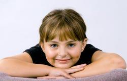 χαμογελώντας νεολαίες κοριτσιών Στοκ Εικόνα