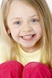 χαμογελώντας νεολαίες πορτρέτου κοριτσιών Στοκ Εικόνες