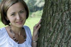 Χαμογελώντας ξανθή γυναίκα Στοκ φωτογραφίες με δικαίωμα ελεύθερης χρήσης