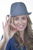 Χαμογελώντας ξανθή γυναίκα Στοκ φωτογραφία με δικαίωμα ελεύθερης χρήσης