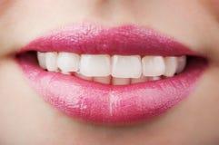Χαμογελώντας στόμα γυναικών Στοκ Εικόνες