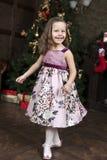 Χαμογελώντας χαριτωμένο μικρό κορίτσι στοκ εικόνες