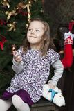 Χαμογελώντας χαριτωμένο μικρό κορίτσι στοκ φωτογραφίες με δικαίωμα ελεύθερης χρήσης