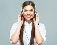 Χαμογελώντας χειριστής γυναικών της υποστήριξης τηλεφωνικών κέντρων στοκ φωτογραφίες με δικαίωμα ελεύθερης χρήσης