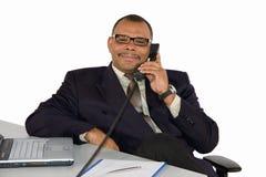 Χαμογελώντας ώριμος αφρικανικός-αμερικανικός διευθυντής στοκ φωτογραφίες