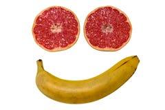 Χαμογελασμένο πρόσωπο που γίνεται από τα φρούτα που απομονώνονται Στοκ φωτογραφία με δικαίωμα ελεύθερης χρήσης