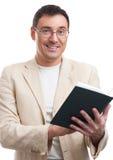 Χαμογελώντας άτομο με ένα βιβλίο Στοκ φωτογραφία με δικαίωμα ελεύθερης χρήσης