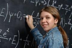 Χαμογελώντας έξυπνος σπουδαστής Στοκ φωτογραφία με δικαίωμα ελεύθερης χρήσης