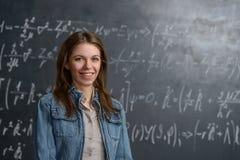 Χαμογελώντας έξυπνος σπουδαστής Στοκ εικόνες με δικαίωμα ελεύθερης χρήσης