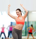 Χαμογελώντας έφηβη sportswear στο χορό στοκ εικόνα