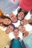 χαμογελώντας έφηβοι ομάδας Στοκ φωτογραφία με δικαίωμα ελεύθερης χρήσης