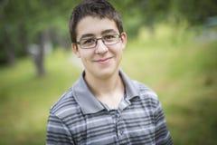 Χαμογελώντας αγόρι παιδιών εφηβικό Στοκ Φωτογραφίες