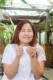 Χαμογελώντας ασιατική γυναίκα στοκ εικόνα