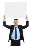Χαμογελώντας ασιατικό επιχειρησιακό άτομο που κρατά τον κενό πίνακα Στοκ Εικόνα