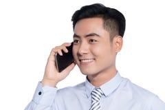 Χαμογελώντας ασιατικό επιχειρησιακό άτομο, τηλεφώνημα στοκ εικόνες