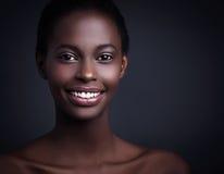 Χαμογελώντας αφρικανική γυναίκα Στοκ Εικόνες