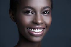 Χαμογελώντας αφρικανική γυναίκα Στοκ Φωτογραφίες