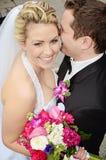 Ευτυχείς νύφη και νεόνυμφος στοκ εικόνες