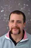 Χαμογελώντας γενειάδα και mustache άτομο Στοκ εικόνες με δικαίωμα ελεύθερης χρήσης