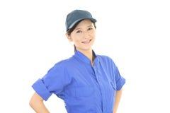 Χαμογελώντας γυναίκα εργαζόμενος Στοκ φωτογραφία με δικαίωμα ελεύθερης χρήσης