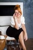 χαμογελώντας γυναίκα ε&pi Στοκ Εικόνες