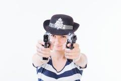 Χαμογελώντας γυναίκα με τα πυροβόλα όπλα Στοκ Εικόνες
