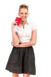 Χαμογελώντας γυναίκα με το κόκκινο διαβατήριο. Στοκ φωτογραφία με δικαίωμα ελεύθερης χρήσης