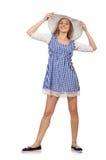 Χαμογελώντας γυναίκα στο απλό φόρεμα καρό και καπέλο που απομονώνεται στο μόριο Στοκ εικόνα με δικαίωμα ελεύθερης χρήσης