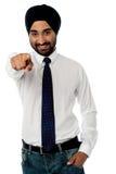 Χαμογελώντας επιχειρηματίας που δείχνει προς σας Στοκ φωτογραφία με δικαίωμα ελεύθερης χρήσης