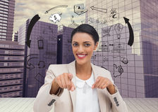 Χαμογελώντας επιχειρηματίας που δείχνει στη κάμερα Στοκ εικόνα με δικαίωμα ελεύθερης χρήσης
