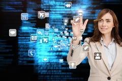 Χαμογελώντας επιχειρηματίας που δείχνει app το εικονίδιο Στοκ εικόνες με δικαίωμα ελεύθερης χρήσης
