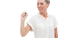 Χαμογελώντας επιχειρηματίας που εξετάζει τη μάνδρα στο χέρι της Στοκ Εικόνα