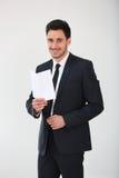 Χαμογελώντας επιχειρηματίας που κρατά ένα κενό έγγραφο Στοκ εικόνα με δικαίωμα ελεύθερης χρήσης