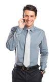 Χαμογελώντας επιχειρηματίας που μιλά στο τηλέφωνο κυττάρων Στοκ Φωτογραφία