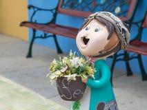 Χαμογελώντας ευπρόσδεκτη κούκλα κοριτσιών Στοκ φωτογραφία με δικαίωμα ελεύθερης χρήσης
