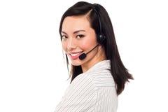Χαμογελώντας ελκυστικός ανώτερος υπάλληλος τηλεφωνικών κέντρων Στοκ Εικόνες