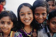 Χαμογελώντας ινδικά παιδιά σε Varkala κατά τη διάρκεια της τελετής puja Στοκ φωτογραφία με δικαίωμα ελεύθερης χρήσης