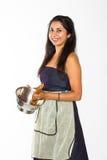 Χαμογελώντας ινδική γυναίκα με τα ζυμαρικά Στοκ εικόνα με δικαίωμα ελεύθερης χρήσης