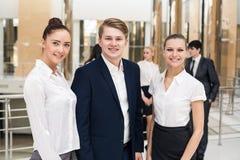 Χαμογελώντας και βέβαια επιχειρησιακή ομάδα Στοκ φωτογραφίες με δικαίωμα ελεύθερης χρήσης