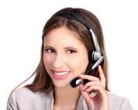 Χαμογελώντας κορίτσι εξυπηρέτησης πελατών με τα ακουστικά και το μικρόφωνο Στοκ Φωτογραφίες