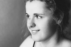 Χαμογελώντας κορίτσι εφήβων Στοκ φωτογραφία με δικαίωμα ελεύθερης χρήσης
