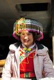 Χαμογελώντας κορίτσι, η εθνική μειονότητα στοκ εικόνα
