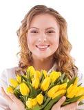 Χαμογελώντας κορίτσι με μια ανθοδέσμη Στοκ εικόνες με δικαίωμα ελεύθερης χρήσης