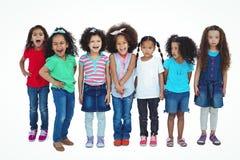 Χαμογελώντας κορίτσι όλη η στάση σε μια σειρά Στοκ Εικόνες