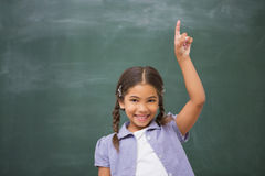 Χαμογελώντας μαθητής που αυξάνει το χέρι της Στοκ Εικόνες