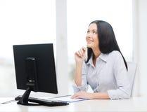 Χαμογελώντας μελέτη επιχειρηματιών ή σπουδαστών στοκ εικόνα