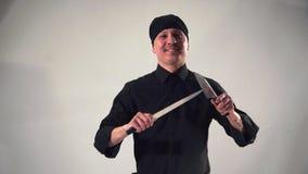 Χαμογελώντας με βεβαιότητα την ασιατική κουζίνα μαγείρων επάνω απόθεμα βίντεο