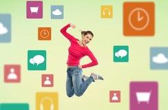 Χαμογελώντας νέα γυναίκα που πηδά στον αέρα με τα εικονίδια επιλογών Στοκ Φωτογραφία
